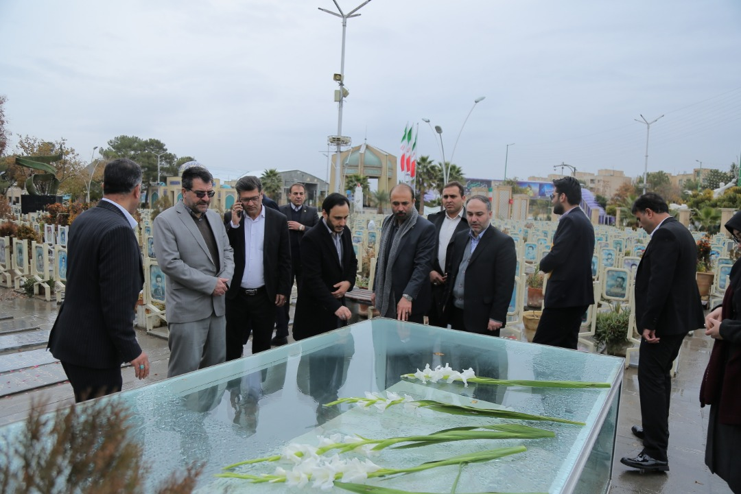 دیدار جناب آقای دکتر بهادری از گلزار شهدای شهر اصفهان